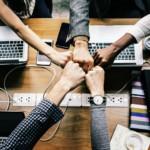 8 exercitii de teambuilding pe care le poti face la birou impreuna cu echipa ta